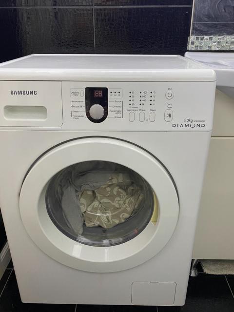 Продаю стиральную машину Самсунг, все работает , единственное что ножки заржавели и их нужно отрегулировать и настроить , чтобы машинка не прыгала при отжиме